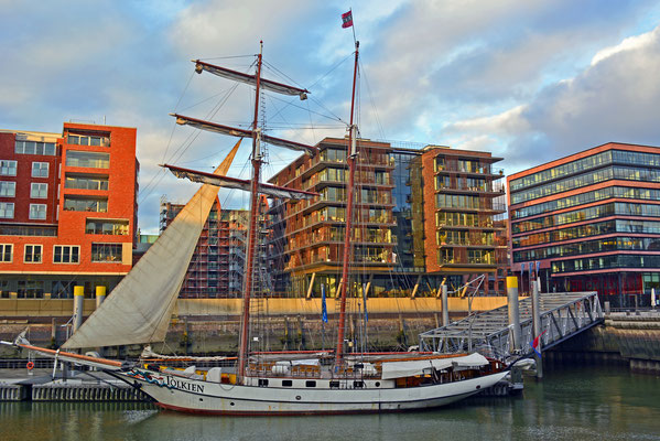 J.R. TOLKIEN im Traditionsschiffhafen der HafenCity