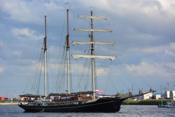 Gulden Leeuw zur Auslaufparade beim 824.Hamburger Hafengeburtstag am 12.05.2013