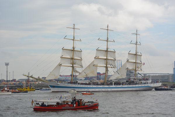 MIR zur Einlaufparade beim 824.Hamburger Hafengeburtstag am 09.05.2013