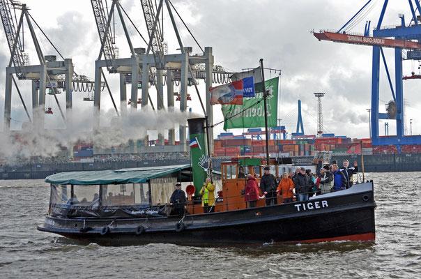 TIGER zur Parade Hamburger Traditionsschiffe 2012