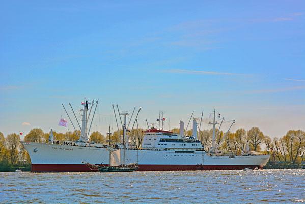 CAP SAN DIEGO zum 827.Hamburger Hafengeburtstag