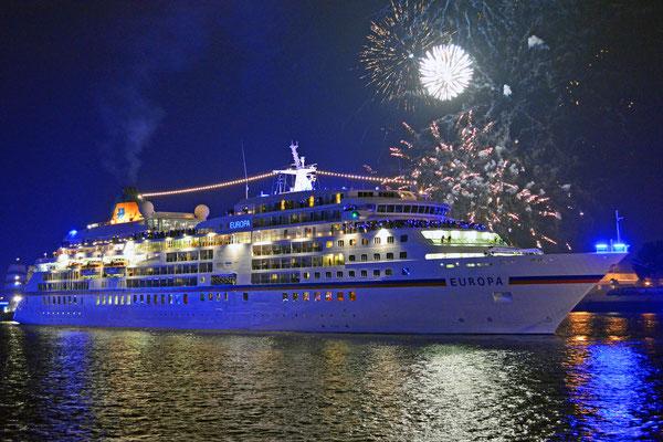 MS EUROPA auslaufend am 12.09.2015