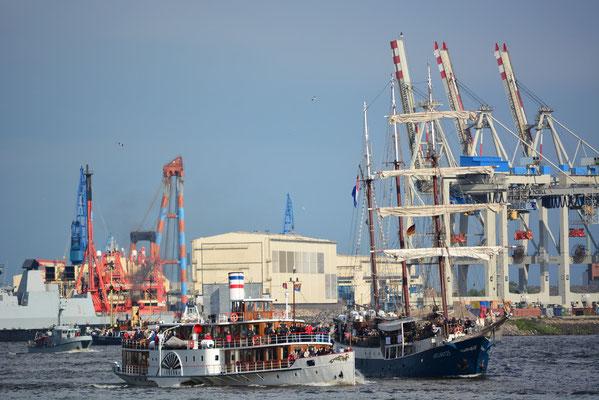 FREYA zur Auslaufparade beim 824.Hamburger Hafengeburtstag am 12.05.2013