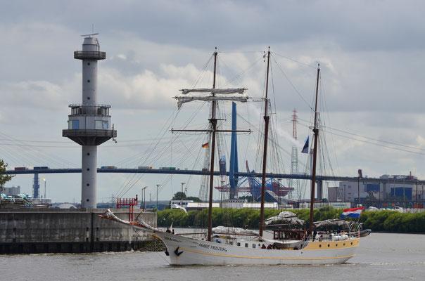 MARE FRISIUM im Hamburger Hafen am 20.07.2012