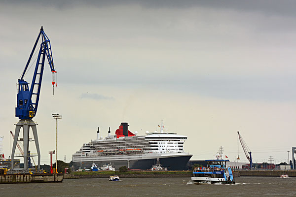 Queen Mary 2 zu den Hamburg Cruise Days 2105 am HCC Steinwerder am 13.09.2015