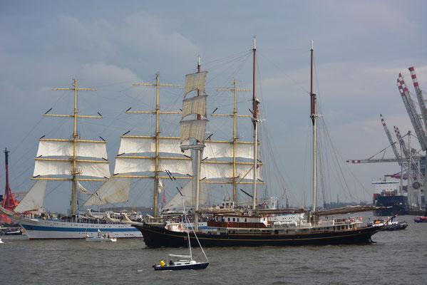 Gulden Leeuw zur Einlaufparade beim 824.Hamburger Hafengeburtstag am 09.05.2013