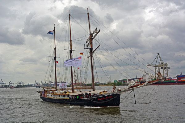 Hendrike Bartelds zum 825.Hamburger Hafengeburtstag 2014