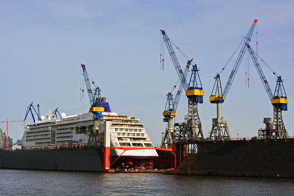 MS EUROPA 2 im DOCK 10 am 20.04.2015