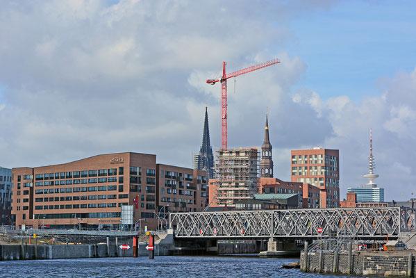 Blick auf das 25hours Hotel u. den Magdeburger Hafen