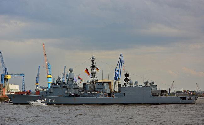 """Fregatte F213 """"Augsburg"""" zur Einlaufparade beim 826.Hamburger Hafengeburtstag am 08.05.2015"""