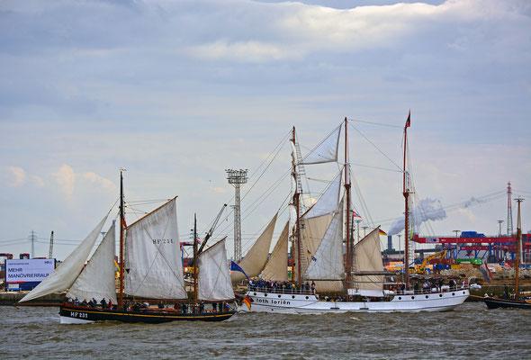 LANDRATH KÜSTER zur Einlaufparade beim 826.Hamburger Hafengeburtstag am 08.05.2015