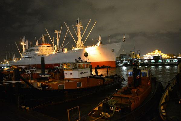 CAP SAN DIEGO unmittelbar nach der dritten Sturmflutwelle am 06.12.2013