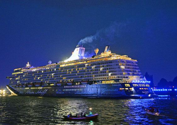 Mein Schiff 4 den Hamburg Cruise Days am 12.09.2015
