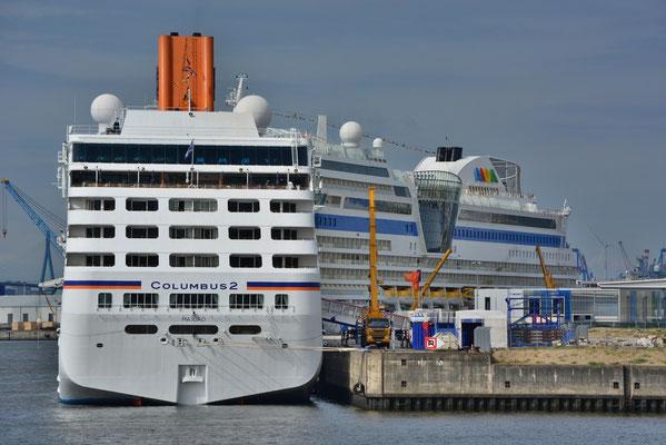 AIDAsol mit MS COLUMBUS 2 am HCC HafenCity am 12.08.2013