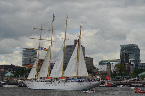 STAR CLIPPERS/STAR FLYER  zur Auslaufparade beim 823.Hamburger Hafengeburtstag am 13.05.2012