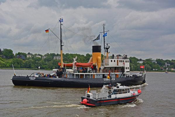 Dampfeisbrecher STETTIN auf der Elbe vor Övelgönne