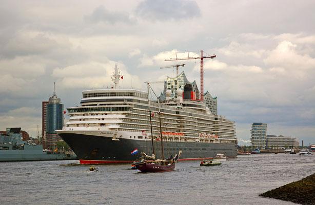 Quen Elizabeth zur Auslaufparade beim 825.Hamburger Hafengeburtstag am 11.05.2014