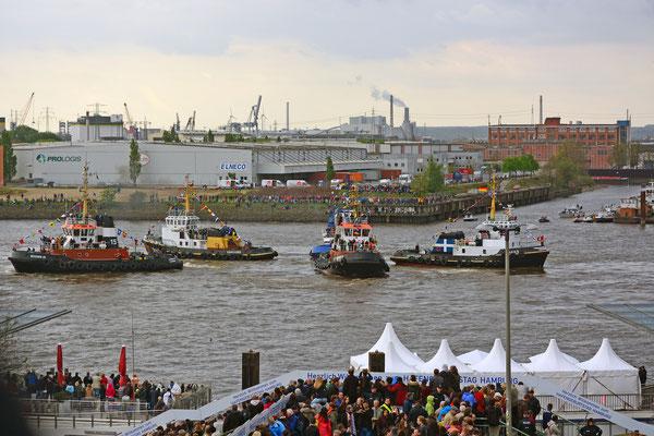 Schlepperballett zum 826.Hamburger Hafengeburtstag am 09.05.2015