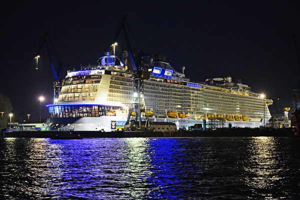 ANTHEM OF THE SEAS  im DOCK ELBE 17 am 23.03.2015