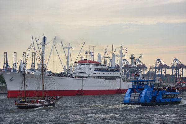 CAP SAN DIEGO zur Einlaufparade beim 824.Hamburger Hafengeburtstag am 09.05.2013