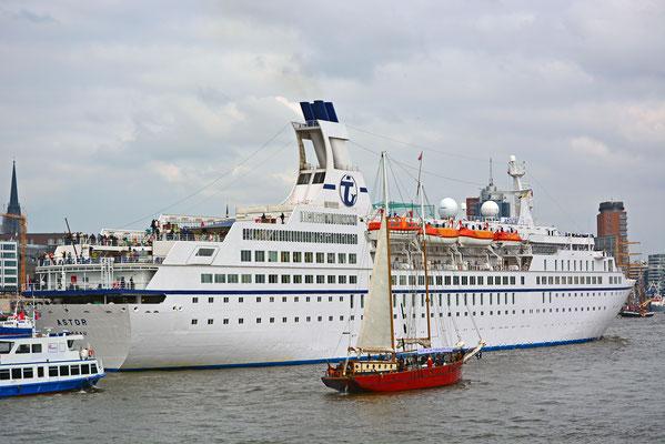 ALBATROS zum  828.Hamburger Hafengeburtstag am 06.06.2017