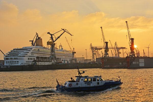 AURORA im Dock ELBE 17 am 01.12.2014