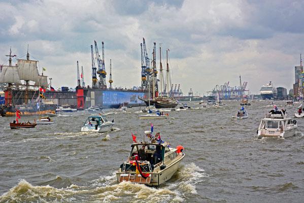 Viel Verkehr auf der Elbe...