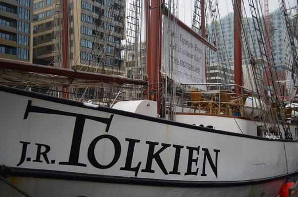 J.R. TOLKIEN im Traditionsschiffhafen der Hafencity am 17.11.2012