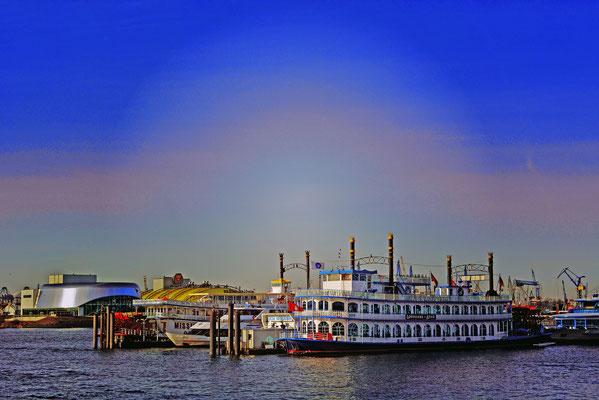 Im Hafen zum Sonnenaufgang