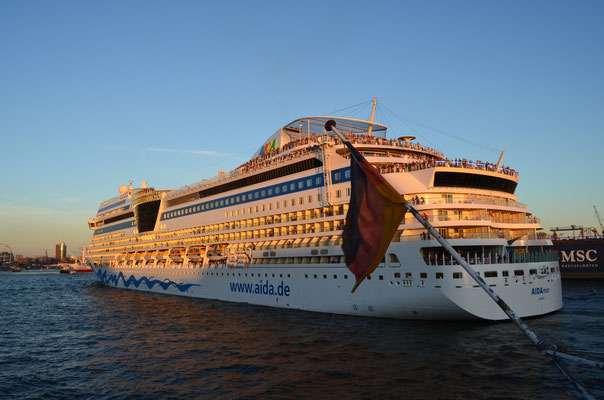 AIDAmar zu den Hamburg Cruise Days am 18.08.2012