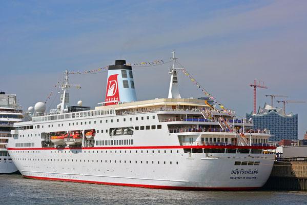 MS DEUTSCHLAND u. AIDAstella zu den Hamburg Cruise Days 2014 am HCC HafenCity am 02.08.2014