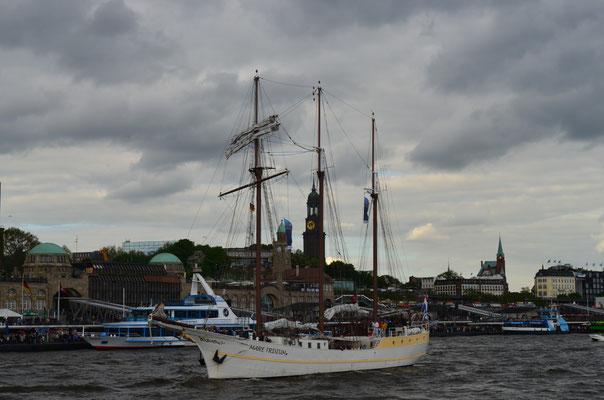 MARE FRISIUM zur Auslaufparade beim 823.Hamburger Hafengeburtstag am 13.05.2012