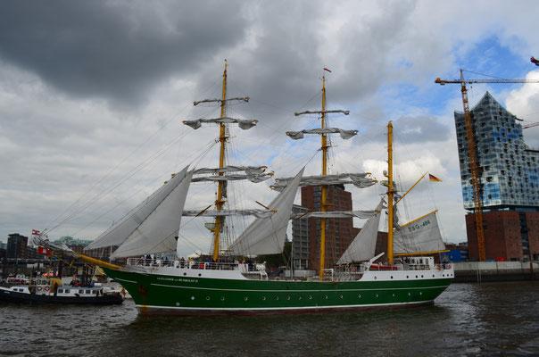 ALEXANDER VON HUMBOLDT II zur Auslaufparade beim 823.Hamburger Hafengeburtstag am 13.05.2012