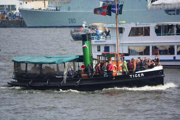 TIGER bei der Einlaufparade zum 824.Hamburger Hafengeburtstag am 09.05.2013