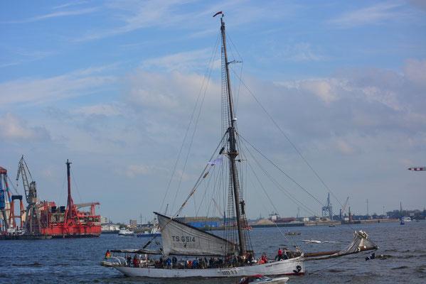 NOBILE zur Einlaufparade beim 824.Hamburger Hafengeburtstag am 09.05.2013