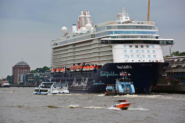 Mein Schiff 4 am HCC Altona am 31.05.2015
