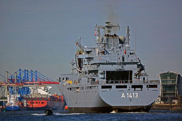 """A 1413 """"BONN"""" (Einsatzgruppenversorger/Deutschland) läuft im Hamburger Hafen aus"""