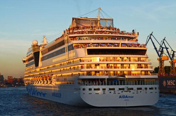 AIDAmar zu den Hamburg Cruise Days 2012