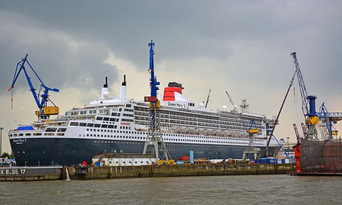Queen Mary 2 im DOCK ELBE 17 am 14.06.2016