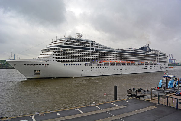 MSC MAGNIFICA am HCC Altona am 09.05.2014