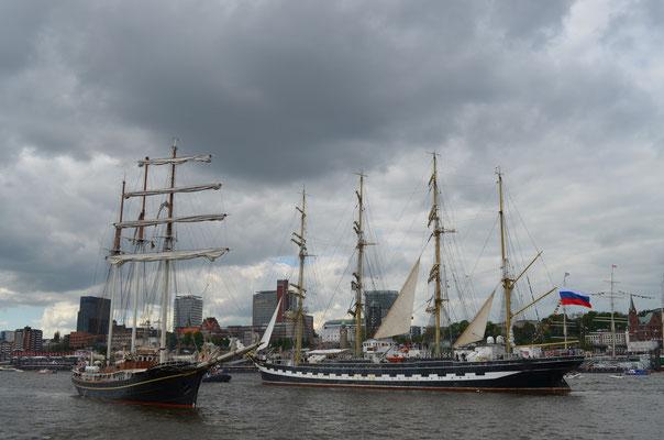KRUZENSHTERN zur Auslaufparade beim 823.Hamburger Hafengeburtstag am 13.05.2012