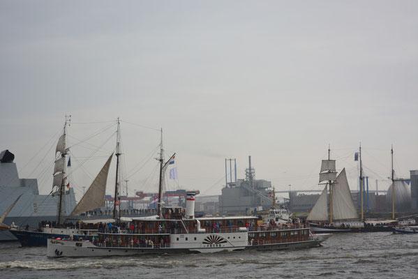 FREYA bei der Einlaufparade zum 824.Hamburger Hafengeburtstag am 09.05.2013