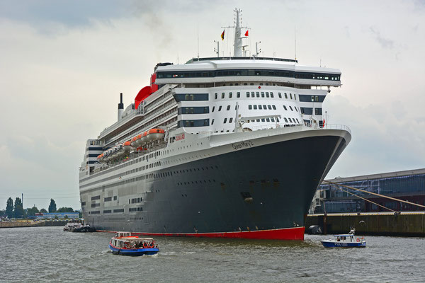 Queen Mary 2 am HCC Steinwerder zu den Hamburg Cruise Days am 13.09.2015