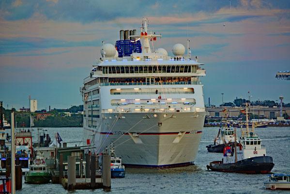 MS EUROPA 2 zu den Hamburg Cruise Days 2017 am 09.09.2017