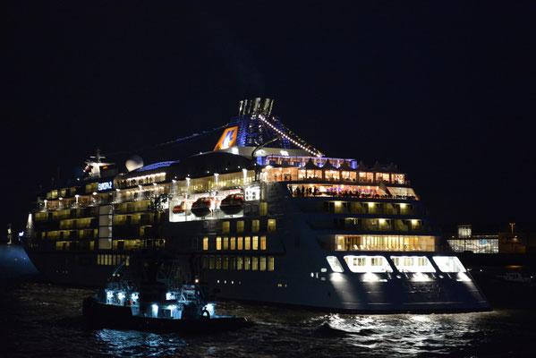 MS EUROPA 2 unmittelbar nach der Taufe auf der Elbe vor Blankenese am 10.05.2013