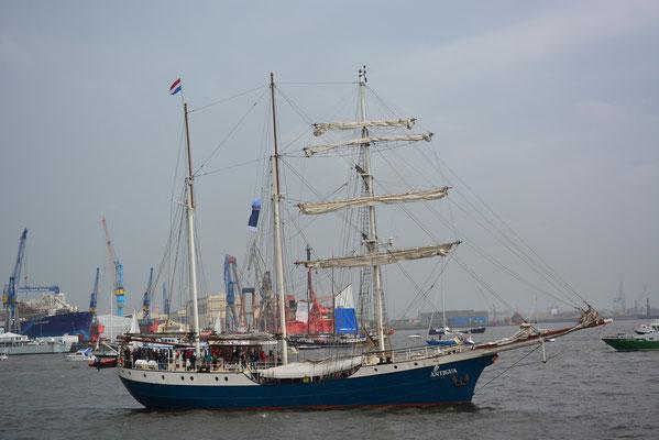 ANTIGUA zur Einlaufparade beim 824.Hamburger Hafengeburtstag am 09.05.2013