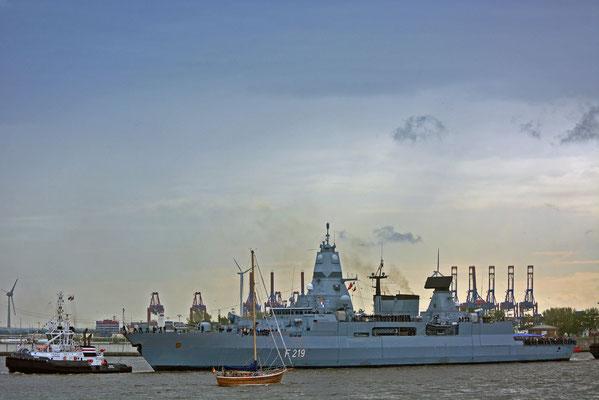 """F 219 """"SACHSEN"""" (Fregatte/Deutschland) zum Hamburger Hafengeburtstag 2012"""