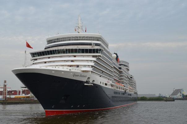 Queen Elizabeth beim Auslaufen am HCC Hafencity am 29.04.2012