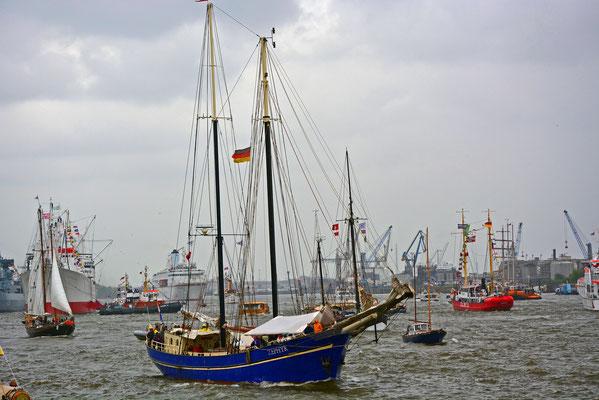 ZEPHYR...viel Betrieb auf der Elbe