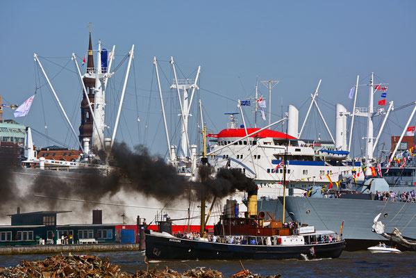 Dampfschiff BUSSARD zum 827.Hamburger Hafengeburtstag
